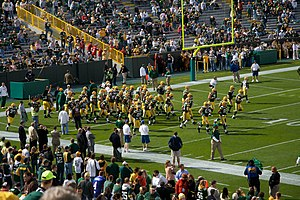 English: Green Bay Packers players running out...