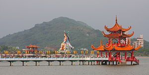English: Chinese Pagode at Lotus Lake, Kaohsiu...