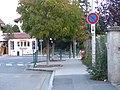 Panneau B6a1 et panonceau M8b, rue des Frères Tassile, Annemasse.jpg