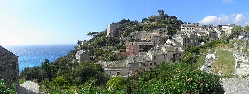 File:Panorama - Village et tour (Nonza).jpg