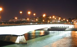 Pont de l'Alma - Pont de l'Alma, illuminated at night