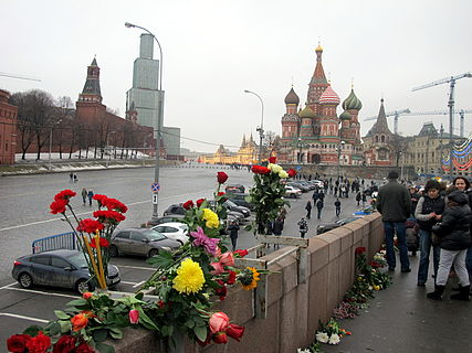 People came to the side of Boris Nemtsov's murder (2015-02-28; 33).JPG