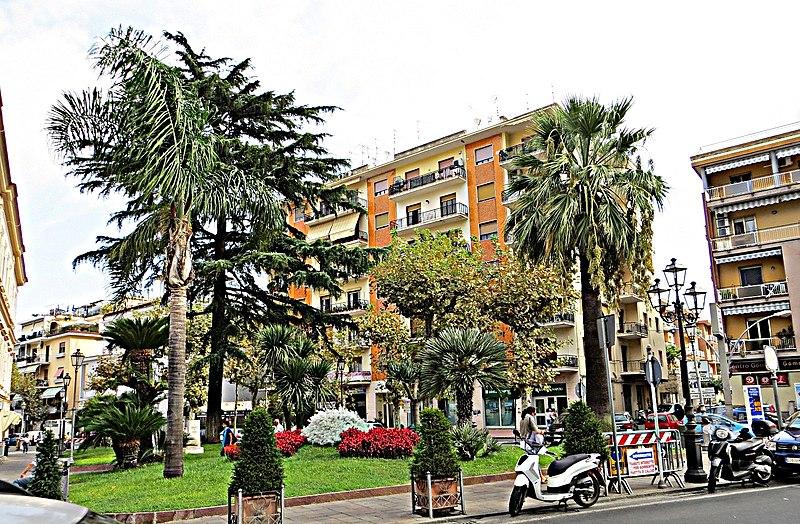 File:Piazza Municipio - panoramio (3).jpg