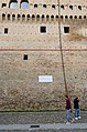 Piazza del Popolo - targa versi Dante Alighieri.jpg