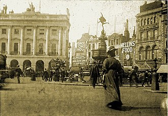 Piccadilly Circus - London's Piccadilly Circus in 1908