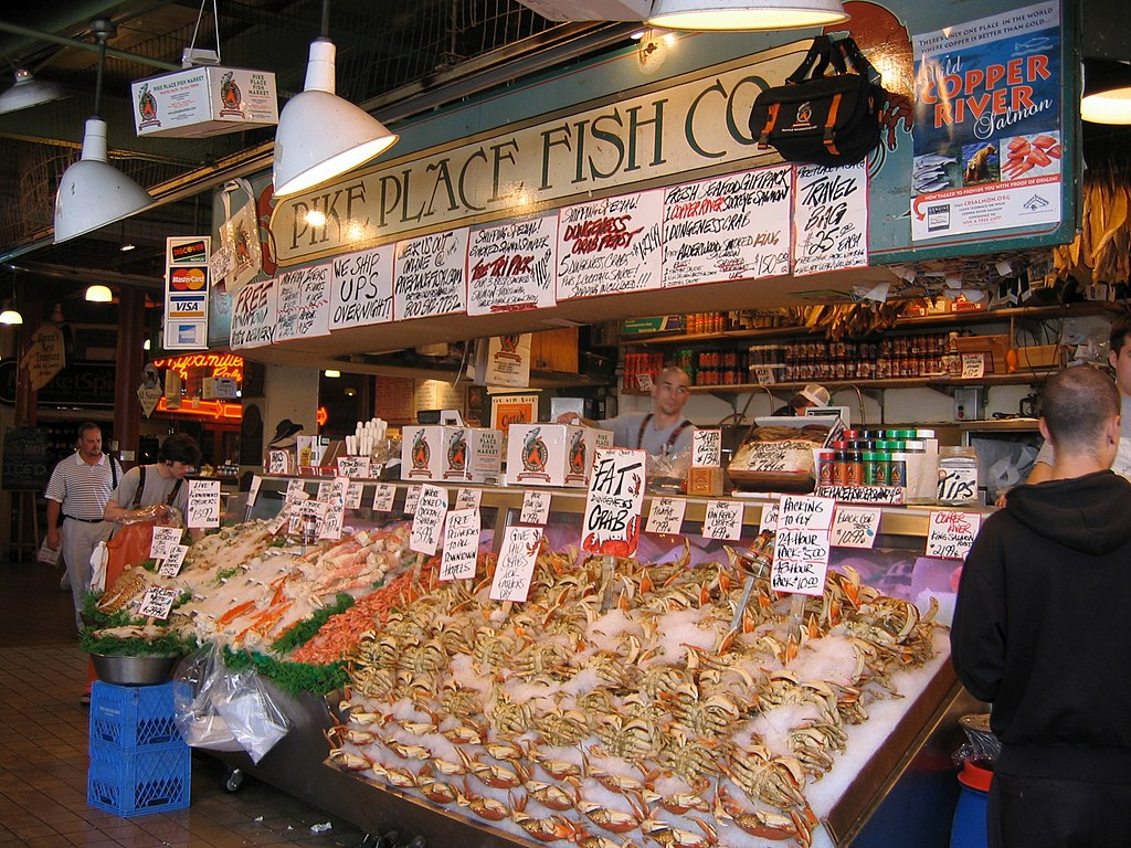 File pike place fish wikimedia commons for Fish market in seattle