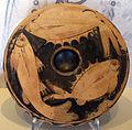 Pittore del piatto di larisa, piatto da pesce con muggini e pagro, 390-370 ac. ca.JPG