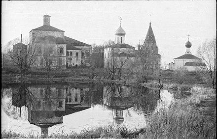 https://upload.wikimedia.org/wikipedia/commons/thumb/5/5a/Pn-danilov-monastery-1994-01.jpg/440px-Pn-danilov-monastery-1994-01.jpg