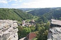 Pohled na Svojanov z hradní věže.jpg