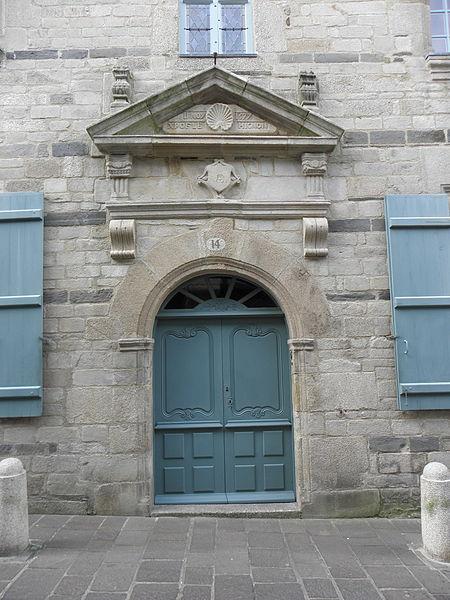 Maison sise 10 rue du Pont à Pontivy (56). Porte.