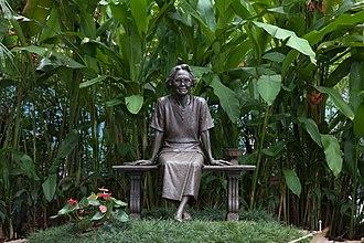 Princess Mother Memorial Park - Image: Princess Srinagarindra Statue