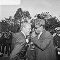 Prins Bernhard in Zaire (voorheen Belgisch Congo), Bernhard en Mobutu in gesprek, Bestanddeelnr 926-6033.jpg