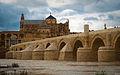 Puente romano y mezquita.jpg