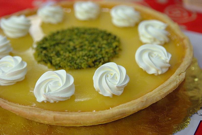 File:Pumpkin pie with whipped cream swirls.jpg - Wikimedia Commons