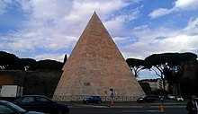 Pyramid of Cestius by road.jpg