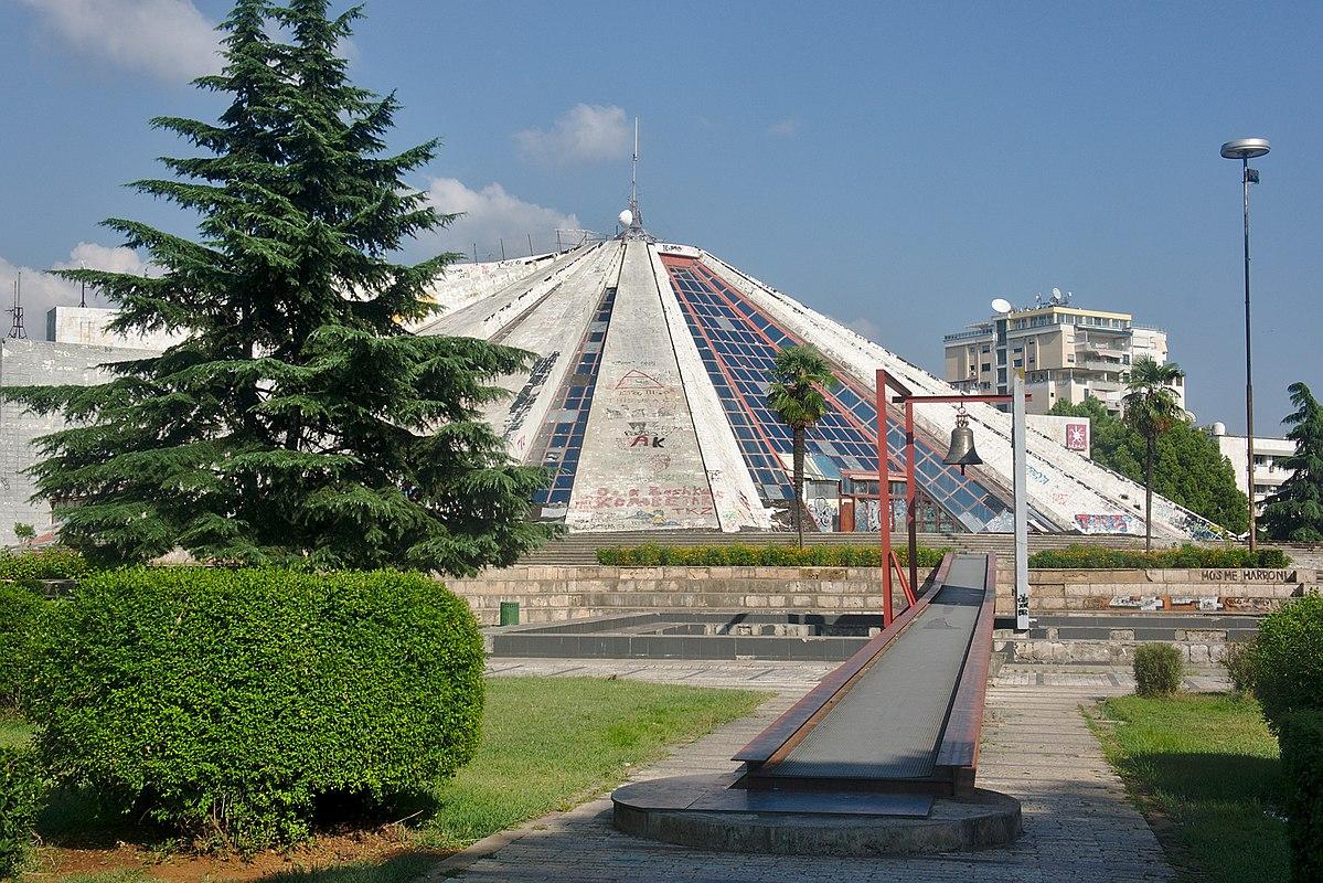 Tirana Pyramid: a future hackerspace?
