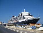 Queen Elizabeth en el puerto de Rodas.JPG