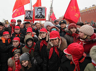 Neo-Stalinism - Marxist–Leninist activists laying wreaths at Stalin's grave in 2009
