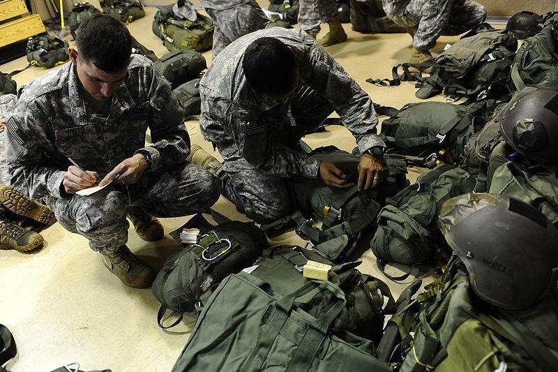 File:Ranger inspect gear at Ranger Rendezvous 2009.jpg