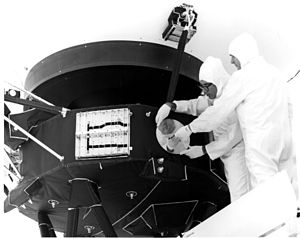 Voyager 1 - Image: Record is attached to Voyager 1
