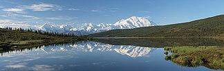 Spiegelung des Denali-Massivs im Wonder Lake