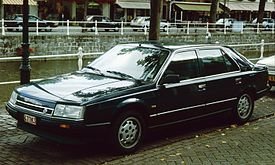 Renault 25 with Canal.jpg