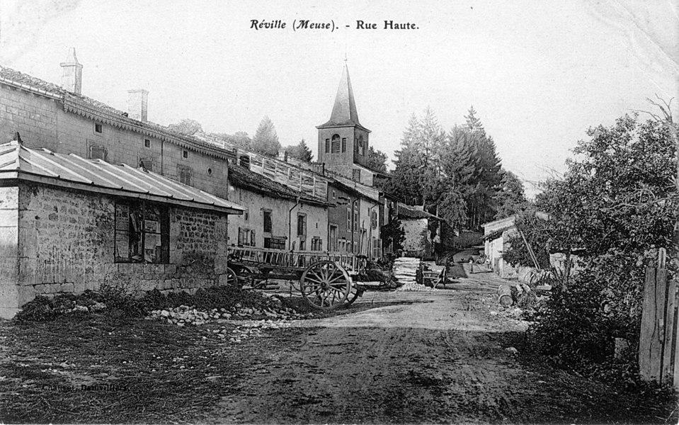 Réville (Meuse). Rue haute. Carte postale ancienne éditée par Chauvot, à Damvillers.