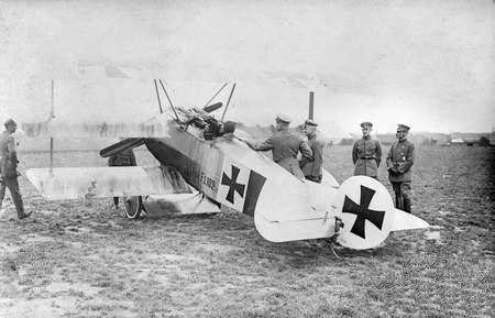 Richthofen and Falkenhayn with Fokker Dr.I c1918