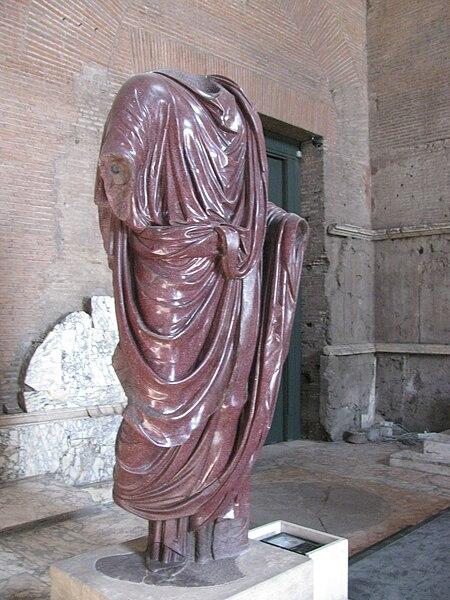 File:Roman toga-Curia.JPG