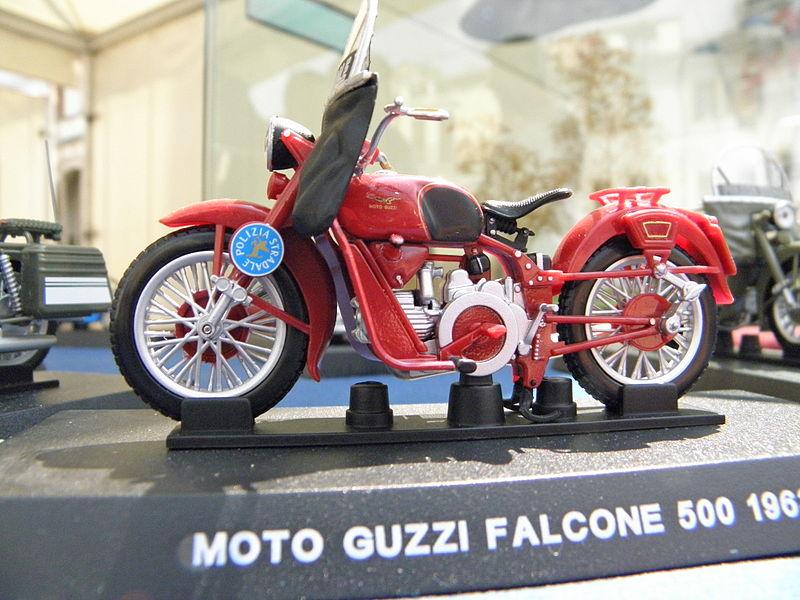 File:Rovigo, festa della Polizia di Stato 2011, modello Guzzi Falcone 500 (2).JPG