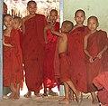 Sagaing-Aung Myae Oo-Klosterschule-16-Moenche-gje.jpg