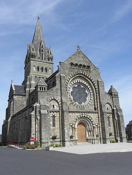 Façade principale de l'église de Saint-Malo-de-Phily (35).