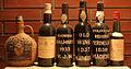 Sammlung verschiedener Madeiraflaschen.JPG