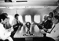 In aereo gioca a scopone con i Campioni del Mondo