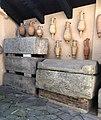 Sarcofagi e anfore museo leone bruzza lapidario.jpg