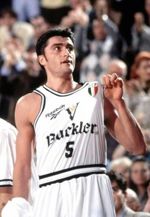 Predrag Danilović - Danilović with Virtus Bologna in 1995.