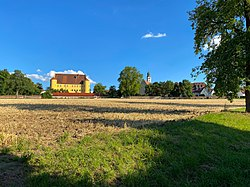 Schloss Erbach und Pfarrkirche St. Martin.jpg