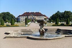 Schloss Oranienbaum - Parkseite.jpg