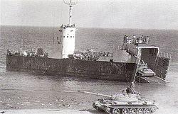 """נחתת מדגם """"שיקמה"""" מתרגלת הנחתה בחוף סיני 1973.[8]"""