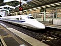 Shinkansen 700 at Shin-Kobe Station 2013-12-18.jpg