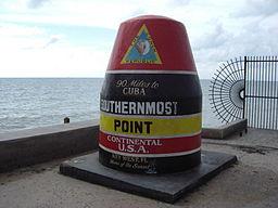 """Monumenter på Key West som markerer det sydligste punkt i det kontinentale USA (egentlig """"sammenhængende USA"""")."""