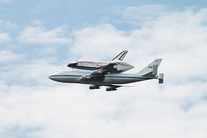 Space Shuttle Discovery over DC - Stierch L.jpg
