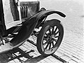 Spatbord van een kleine Ford vrachtauto, Bestanddeelnr 189-0257.jpg