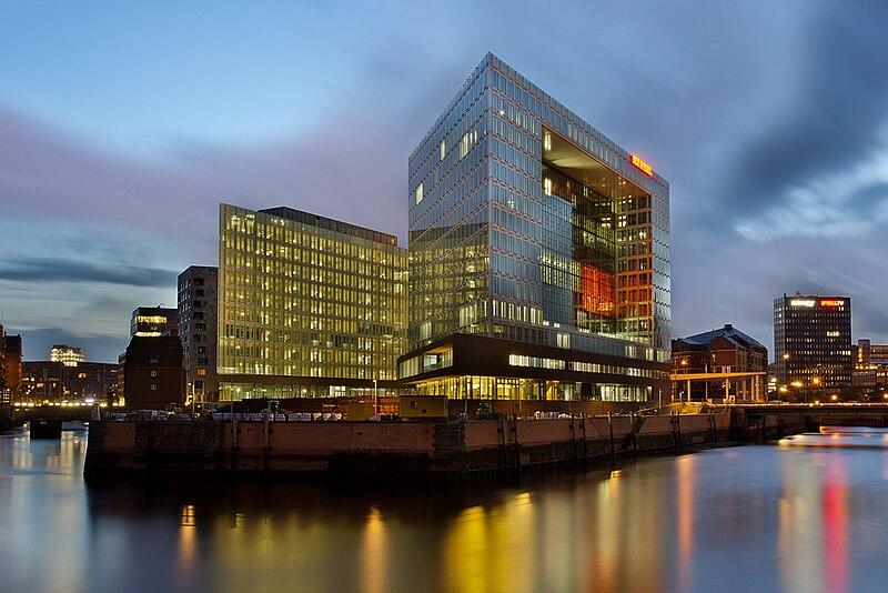 Spiegel building Hamburg, Ericusspitze, at night.jpg