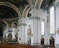 St Gallen Stiftskirche Blick zum Seitenschiff.jpg