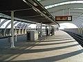 Station vijfsluizen perron.jpg