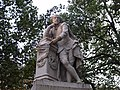Statue of William Shakespeare at the centre of Leicester Square Gardens, London (4039926230).jpg