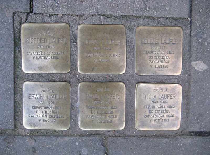 File:Stolpersteine, Bratislavská 69, Brno.jpg