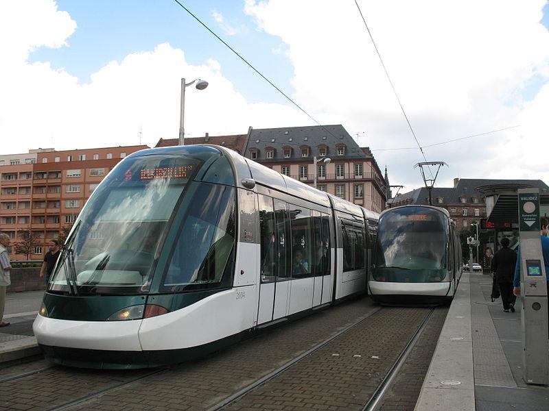 Tramway Alstom Citadis de la ligne A du tramway de Strasbourg à la Station Etoile Bourse.