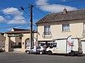Sully-sur-Loire-FR-45-Flamme Décor & hôtel Burgevin-01.jpg